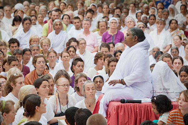 amma-meditate-guru